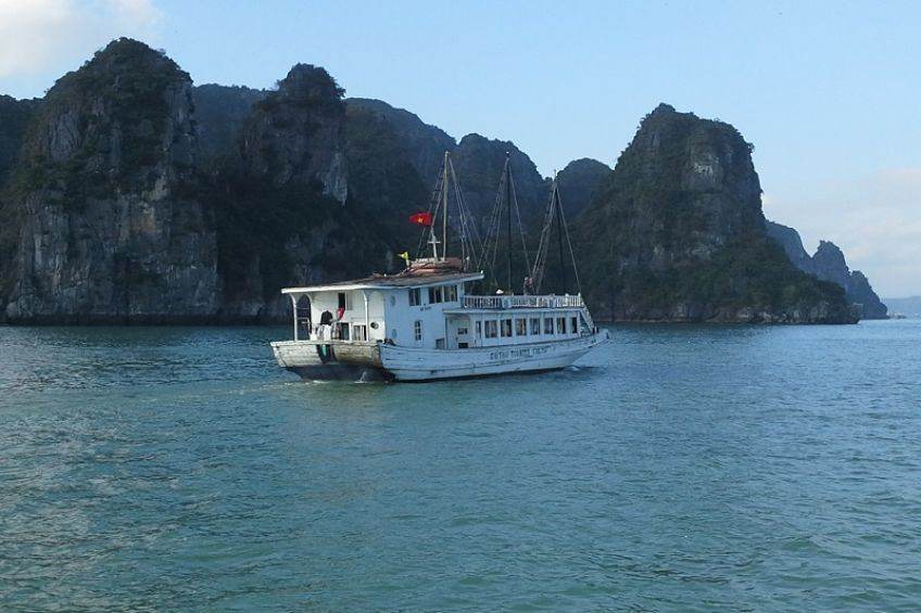 Cruise Halong Bay by Luxury Boat 2 Days 1 Night