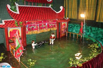LETS ENJOY A PRIVATE WATER PUPPET SHOW WITH A PUPPETEER.